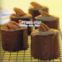 Mini Chocolate Peacan Cake