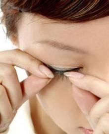 ต่อขนตาปลอม...เสี่ยงตาบอด