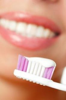 ทำไงดี? กลิ่นปากแรง แปรงฟันก็ไม่หาย
