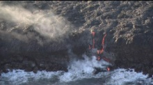 สหรัฐฯเผยภาพธารลาวาในฮาวายไหลลงมหาสมุทร