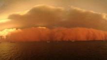 พายุฝุ่นทรายสีแดงที่ออสเตรเลีย