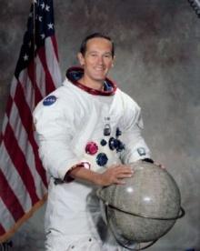 ฮือฮา พบนักบินอวกาศนาซาแอบทิ้งภาพครอบครัวไว้บนดวงจันทร์