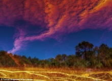ฮือฮา ช่างภาพบันทึกภาพสุดตื่นตา-หายาก ทวิสเตอร์สีเพลิงเหนือเหมืองแร่(