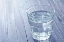 6 เหตุผลที่ทำไมต้องดื่มน้ำอุ่นตอนเช้า