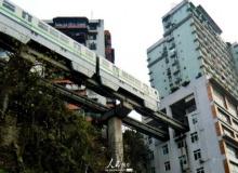 ชม รถไฟฟ้าทะลุตึก ที่เมืองจีน