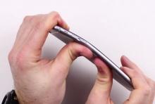 บางเกินไปมั้ย! ไอโฟน6พลัส เครื่องบิดง่ายแค่ใช้มือดัด