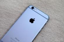 แถบสีขาวด้านหลัง iPhone 6 เจอสีกางเกงยีนส์ตกใส่ เช็ดไม่ออก