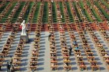 ผมนี่หนาวแทนเลยครับ จีนจัดสอนกลางแจ้งป้องกันการลอกข้อสอบ !!