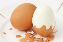 เคล็ดลับ! วิธีปอก เปลือกไข่ อย่างง่าย โดยไม่ต้องใช้มือแกะ!