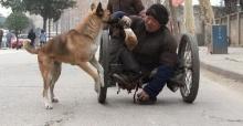 ตามดูชีวิตช่างซ่อมรองเท้าพิการกับสุนัขกตัญญูคู่ใจ