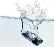 โทรศัพท์มือถือตกน้ำ ควรจะทำยังไงดี!!!