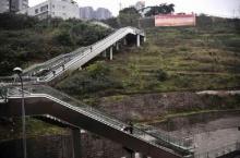 จีนสร้างบันไดเลื่อนกลางแจ้ง ใช้ขึ้นที่พัก-คอนโด บนเขาสูง