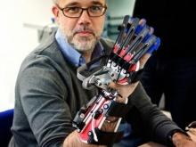 SCRIPT ถุุงมือหุ่นยนต์ ช่วยควบคุมมือผู้ป่วย