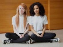 เชื่อมั้ย?! สาวแฝดแท้ๆดูยังไงก็ไม่เหมือน!