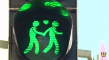 ชาวสีม่วงมีเฮ!! ออสเตรียเปลี่ยนสัญลักษณ์จราจร เพื่อแสดงออกถึงการเปิดใจต่อเพศที่สาม