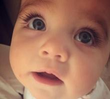 ที่สุดอ่ะ!!! หนูน้อยตาสวยและขนตางอนที่สุดในโลก ฉายา คาร์เดเชียนน้อย