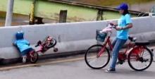 เก็บตก bike for mom   กับภาพน่าสงสารภาพนี้ ที่ถูกแชร์ว่อน