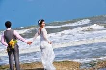 สุดยอด!! ไอเดียบรรเจิดใช้ฉากไต้ฝุ่นเป็นฉากหลังถ่ายรูปแต่งงาน