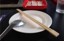 โมโหหนักมาก!! ทำไมร้านอาหารถึงให้ ตะเกียบ มาแบบนี้แล้วจะกินยังไง!!!