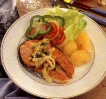 ปลาแซลมอนราดซอสเห็ด