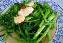 เป็ดย่างผัดผักบุ้ง