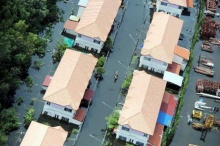 สรุปสถานการณ์น้ำท่วมปทุมฯ หมู่บ้านไวท์เฮาส์วิกฤต