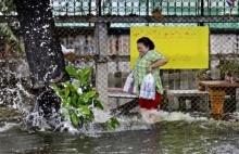 เมื่อสาว ๆลุยน้ำสกปรก