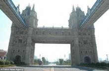 สุดทึ่ง จีนผุดทาวเว่อร์ บริดจ์สถานที่ประวัติศาสตร์ เลียนแบบอังกฤษ