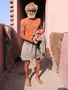 ผู้เฒ่าชาวอินเดียวัย 96 เป็นคุณพ่ออายุมากที่สุดในโลก