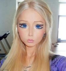 โลกไซเบ่อร์เชื่อหญิงหน้าตุ๊กตาบาร์บี้ผู้โด่งดัง ที่แท้เป็นภาพตบแต่งโฟโต้ช็อป