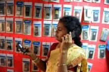 อินเดียสั่งห้ามผู้หญิงใช้โทรศัพท์มือถือ!!! ชี้นำความเสื่อมเสียมาสู่สังคม