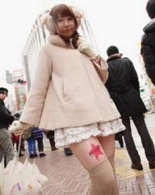 กระแสฮิตแรง บริษัทญี่ปุ่นหัวใส ใช้ขาอ่อนสาว ๆ เป็นพื้นที่โฆษณาสินค้า-รับจ็อบกันเพียบ