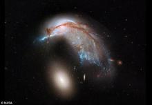 นาซาเปิดภาพสุดหายากกาแล็คซี่ชนกันก่อตัวเป็นดาวใหม่