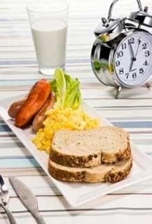 จัดเวลาทานเพื่อควบคุมน้ำหนักอย่างได้ผล