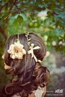 ดอกไม้ เพิ่มความเก๋ให้ทรงผม