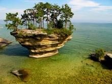 เทอร์นิพ ร็อค เกาะหัวผักกาดแห่งทะเลสาบฮูรอน