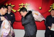 หนุ่มจีนสุดดีใจถูกไล่ออก รับโบนัสกว่า10 ล้านบาท
