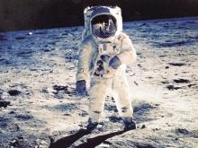 ทำไม นีล อาร์มสตรอง ได้เหยียบดวงจันทร์คนแรก?