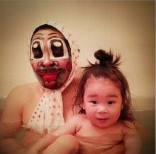 คุณพ่อสุดฮา กับคอสเพลย์หรรษาในช่วงอาบน้ำ