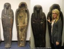 ตะลึง! พบโลงหินใส่ศพยุคอียิปต์โบราณอายุ 3 พันปี ในบ้านหญิงชราที่อังกฤษ