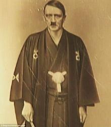 สุดตะลึง เปิดภาพประวัติศาสตร์ไม่เคยถูกเปิดเผย ฮิตเล่อร์ใส่ชุดกิโมโนยูกะตะของญี่ปุ่น!
