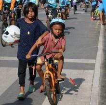 ตามรอยจนเจอ..'พี่น้องจักรยานพัง  Bike for mom'...นี่ล่ะพลังโซเชียล!