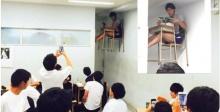 งงยกห้อง..??? เมื่อเด็กหนุ่มชาวญี่ปุ่น เข้าห้องเรียน แต่กลับนั่งเรียนได้แบบนี้…???
