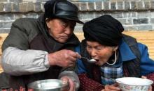 ตักบาตรพระ เป็นล้านครั้งไม่เทียบเท่าข้าวหนึ่งจานป้อนพ่อแม่แค่ครั้งเดียว