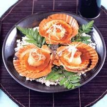 หอยเชลล์ย่างกับไข่หอยเม่นซอสเนยซีอิ๊ว