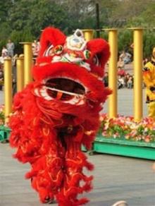 สิงโตไล้เหลี่ยว อวยพรตรุษจีน