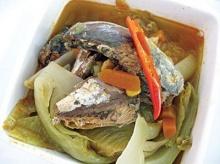 โรซ่าปลาแมคเคอเรลต้มผักดอง