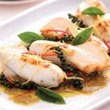 ปลาหมึกยัดไส้ข้าวผัดเขียวหวาน
