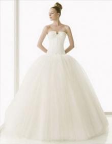 เลือกชุดแต่งงานให้เหมาะกับรูปร่าง เพิ่มความสวยเด่นให้เจ้าสาว