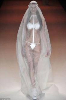 ฮือฮา ดีไซเนอร์เยอรมันเปิดตัวชุดเจ้าสาว จี สตริง